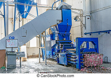 Hydraulic press for briquetting of paper waste