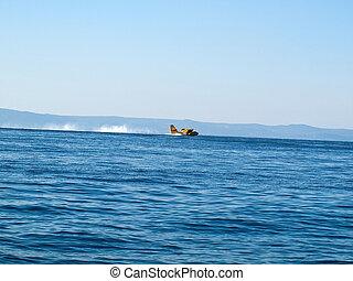 Hydrolane landing at sea