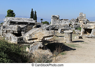 hyerapolis, 墓