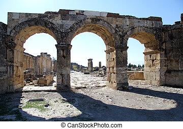 hyerapolis, 門