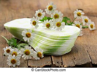 hygienic feminine pads daily with flowers daisies