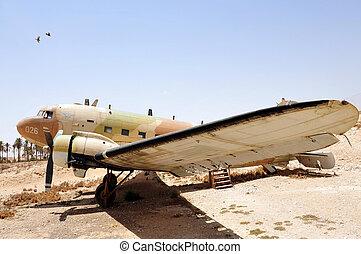 IAF - Douglas DC-3 - An old Douglas DC-3 dcota plane in ...
