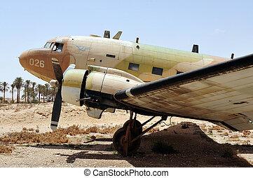 IAF - Douglas DC-3 - An old Douglas DC-3 dcota plane in...