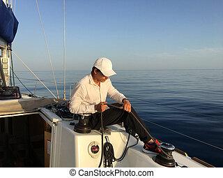iate veleiro, jovem, corda, segurar passa, yachtsman, homem