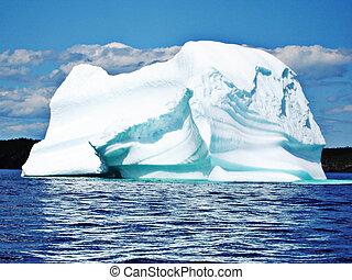 Ice Berg in Newfoundland - Ice Berg in Ocean off...