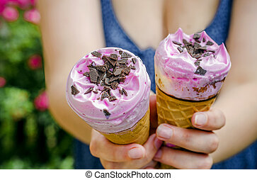 Ice cream in the hands of the girl