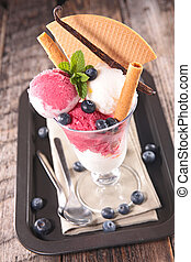 ice cream with berry and biscuit