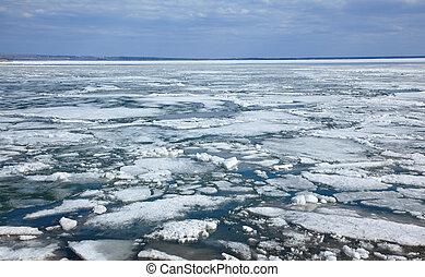 Ice drift - Spring floating of ice on Ob reservoir