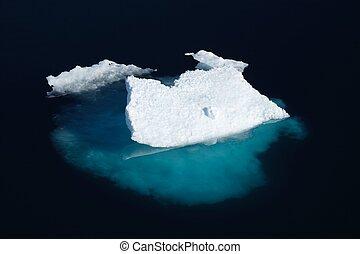 Ice floe in Nunavut (canadian arctic sea)