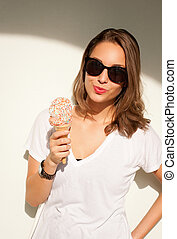 Ice ream cutie. - Beautiful young brunette woman having ...