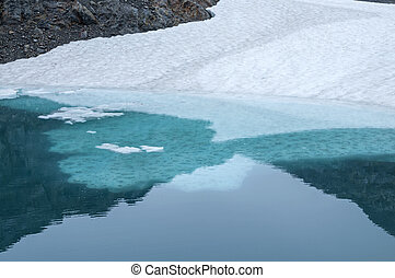 Ice shelf in glacial pool - Frozen ice shelf and snow in...