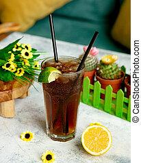 ice tea with lime slice on glass