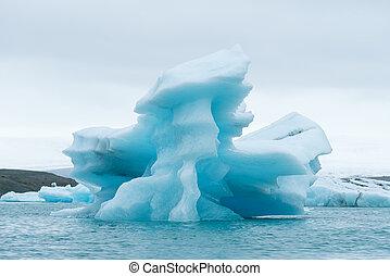Iceberg in the glacial lagoon Jokulsarlon, Iceland -...
