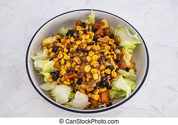 iceberg, salade, vegan, salade verte, coiffe, nourriture mexicaine, mélange, haricot, frais, tomate, plant-based, maïs