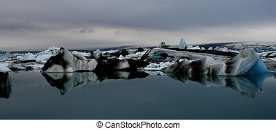 icebergs in iceland