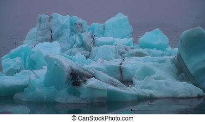 Icebergs in Jokulsarlon glacial lagoon in Iceland. - ...