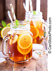 Iced tea with lemon slices