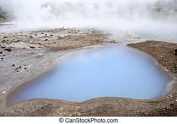 Iceland-Haukadalur-Blesi Geysir