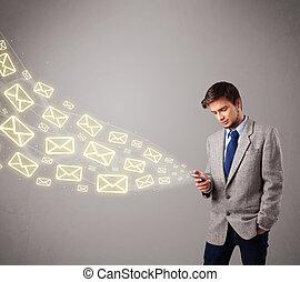 iconos, joven, teléfono, atractivo, tenencia, mensaje, hombre