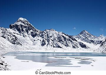 Icy lake and mountains, Everest region, Himalaya, Nepal - ...