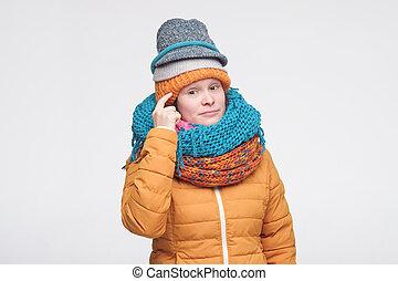 idéias, pondering, ter, caucasiano, criativo, chapéus, mulher nova, conceitos, scarfs, plan., criar, vários, grande