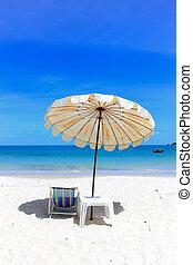 idílico, paraguas, arena, tropical, holidays., silla, playa