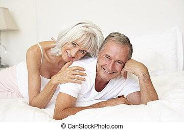 idősebb ember, ágy, bágyasztó, párosít