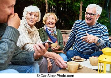 idősebb ember, élvez, barátok, idő, szabadban