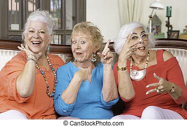 idősebb ember, 3 women, feltevő