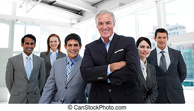 idősebb ember, a társaságában, befog, övé, menedzser, ...