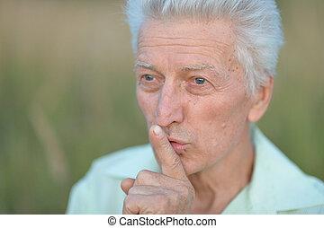 idősebb ember, ajkak, tapogat, ember