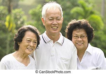 idősebb ember, asian család, felnőtt