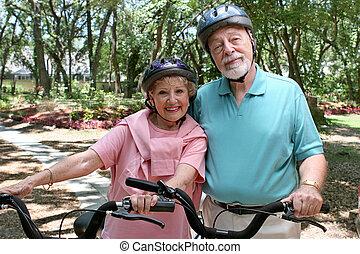idősebb ember, biciklisek