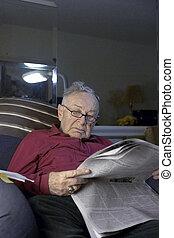 idősebb ember, dolgozat, felolvasás