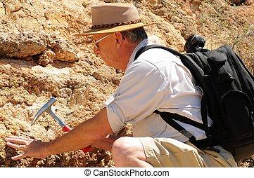 idősebb ember, geológus