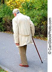 idősebb ember, gyalogló