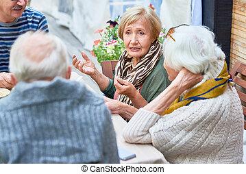 idősebb ember, kávéház, barátok, együtt