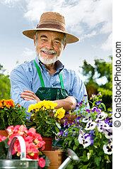 idősebb ember, kertészkedés, ember