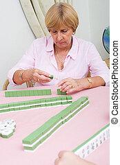idősebb ember, mahjong, játékos
