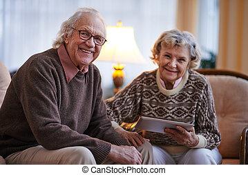 idősebb ember, modern, párosít