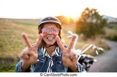 idősebb ember, motorkerékpár, jókedvű, utazó, nő,...