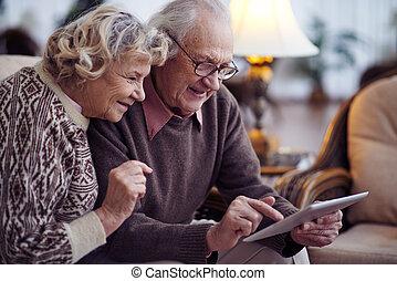 idősebb ember, networking, párosít