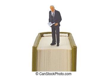 idősebb ember, olvasókönyv
