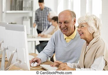 idősebb ember, számítógép, barátok, dolgozó