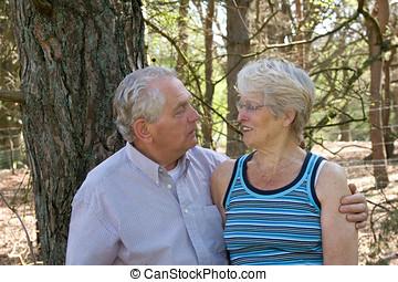 idősebb ember, szeret