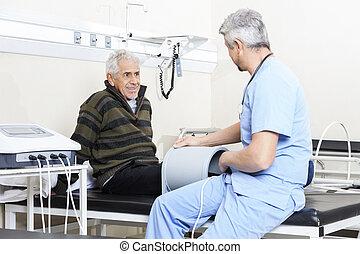 idősebb ember, türelmes, felfogó, elektromágneses, terápia