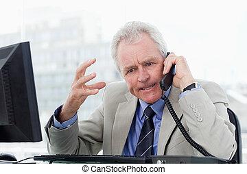 idősebb ember, telefon, mérges, menedzser