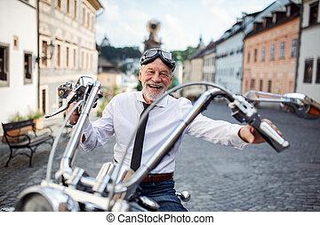 idősebb ember, város, fényképezőgép., látszó, üzletember,...