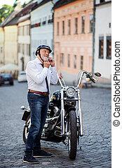 idősebb ember, város, helmet., feltétel, üzletember,...