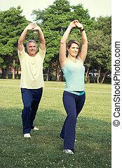 idősebb ember, yoga., párosít